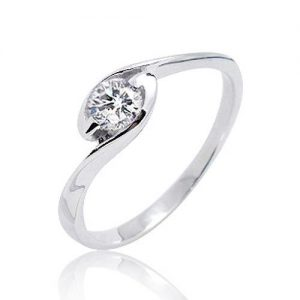 925 Sterling Silver Cubic Zirconia Beautiful Solitaire Ring